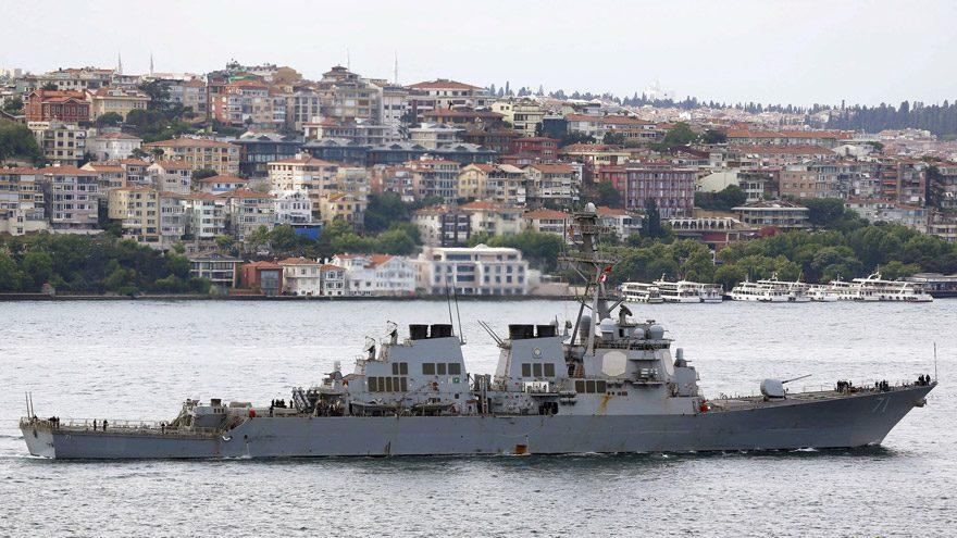 El Şayrat havva üsünü vuran güdümlü füze destroyeri USS Ross... Reuters'ın geçtiği 3 Haziran 2015 tarihli arşiv fotoğrafında, bu sabaha karşı Şam rejimine ait üssü vuran savaş gemisi, İstanbul Boğazı'ndan geçiyor.