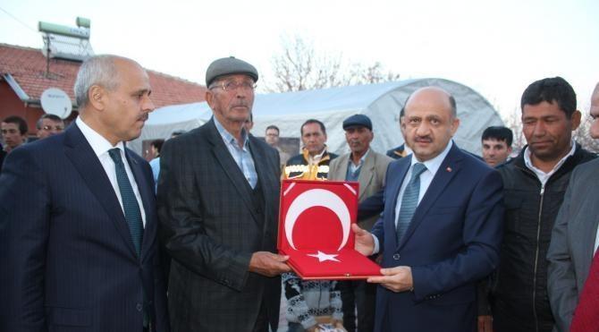 Bakan Işık'tan Ömer Halisdemir'in ailesine taziye ziyareti
