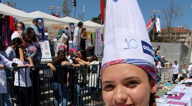 Bolu'da liseli aşçı adayları yarıştı