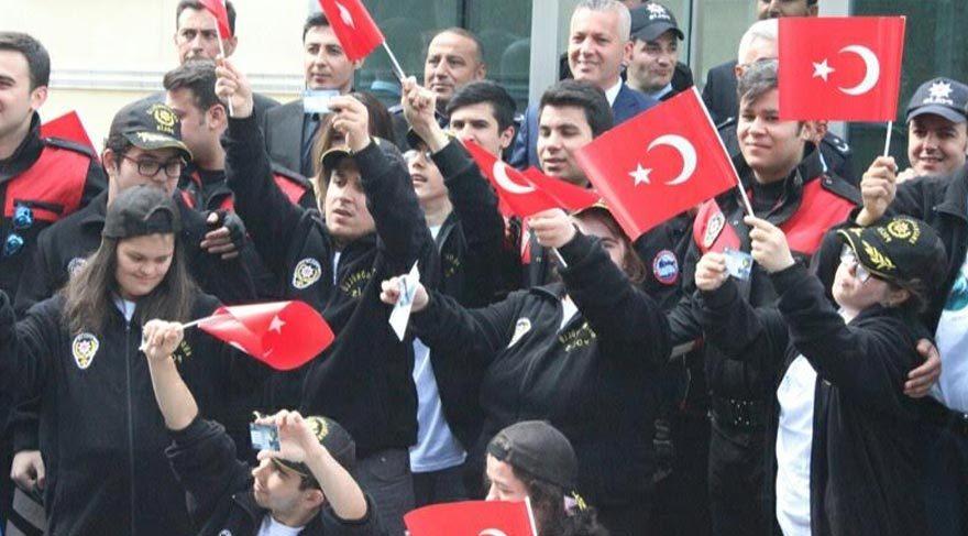 İstanbul Emniyeti 'Engin gönüllü' polisleri mutlu etti!