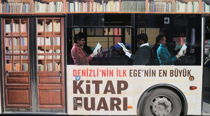 Bu otobüste herkes kitap okuyor! Keşkeee…