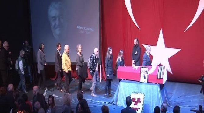 Usta oyuncu Bülent Kayabaş için ilk tören Muhsin Ertuğrul Sahnesi'nde düzenlendi ile ilgili görsel sonucu