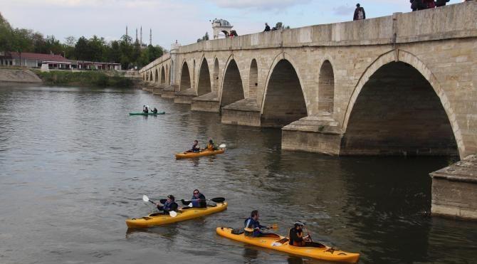 Meriç Nehri'nde kano yarışı