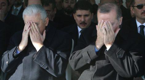 AKP'deki süreci Başbakan Yıldırım değil gazeteciler açıklıyor