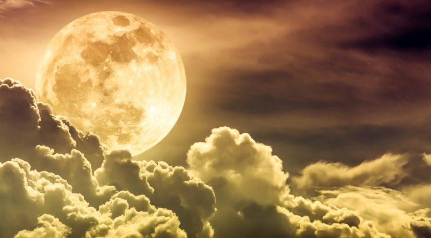 Ay'ın boşlukta olması demek Ay'ın bir burçtan başka bir burca geçerken hiç bir gezegenle kontak kurmaması anlamına gelir. Ay'ın boşlukta olduğu zamanlar ve saatler, aslında bir nevi boş işler zamanıdır arkadaşlar! Yeni hiç bir işe, projeye veya ilişkiye başlamak için hiç uygun değildir. Çünkü girişilen tüm işler her türlü askıda ve havada kalır.