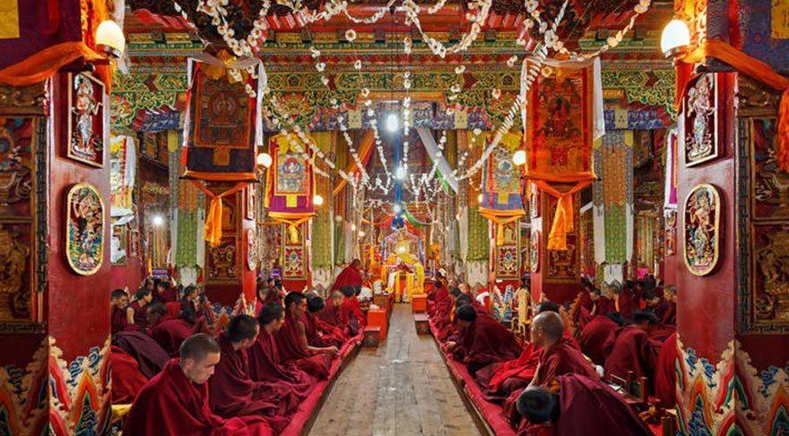 Rengarenk Budist tapınakları