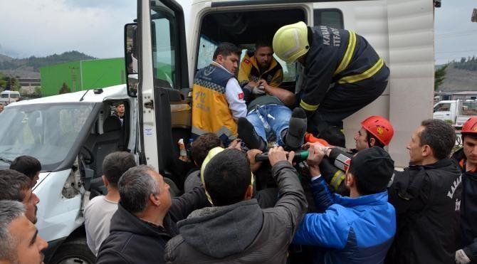 Karabük'te TIR ve kamyonet çarpıştı: 1 ölü, 3 yaralı
