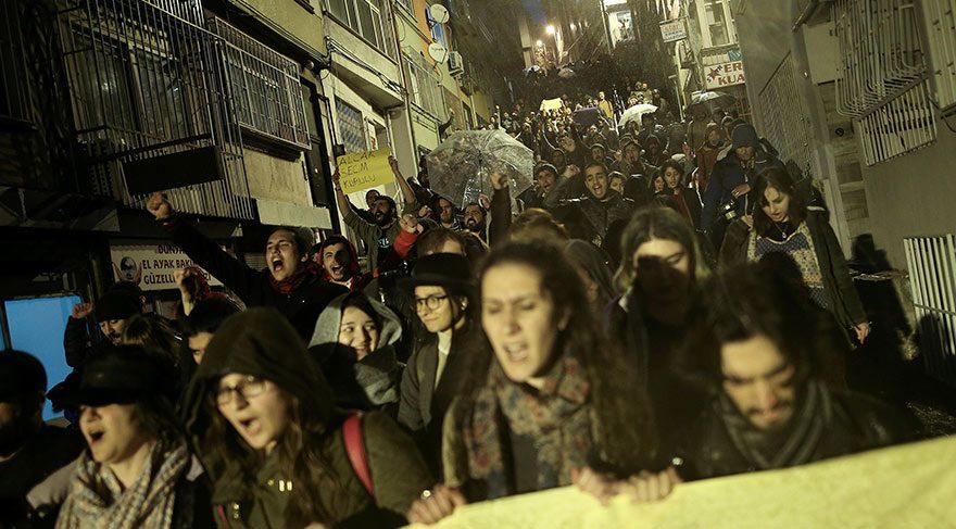Foto: Reuters Beşiktaş'ta referandum protestolarını bu şekildeydi.
