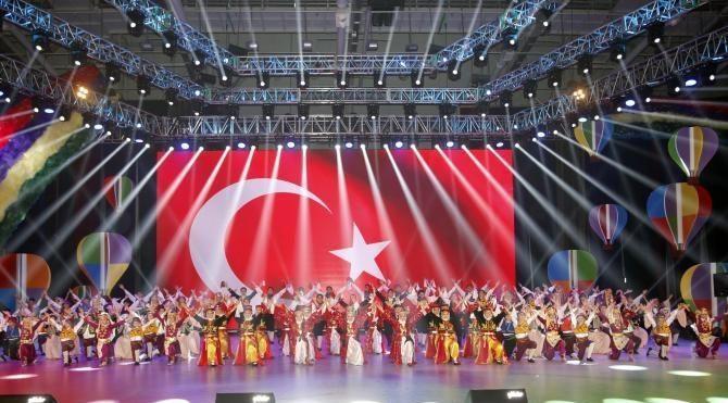 TRT Çocuk ve gençlik halk oyunları topluluğu gösterisi ilgiyle izlendi