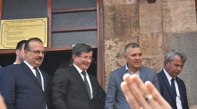 Davutoğlu, memleketi Konya'da yoğun ilgiyle karşılandı