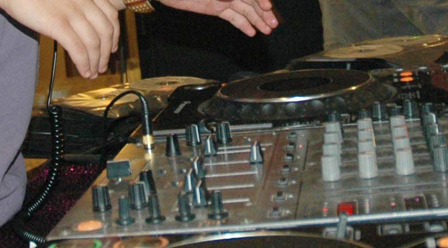 Tunus'ta ezanı 'remix' yapan DJ cezalandırıldı