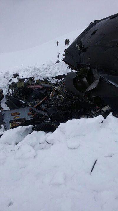 Foto: İHA Düşen helikopterin enkazından ilk görüntü.