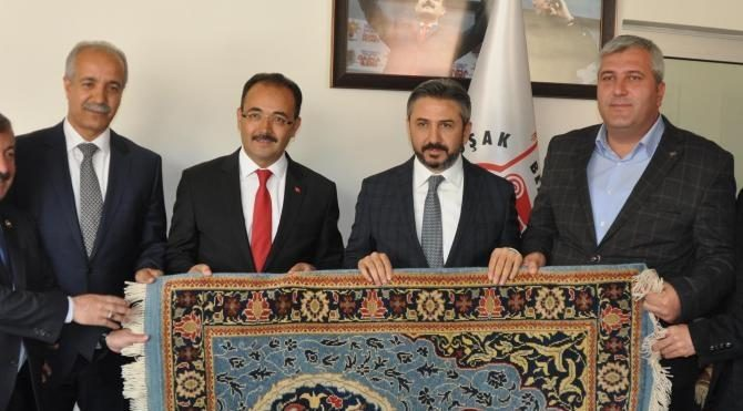 TBMM Başkanvekili Aydın, Uşak'ta Cumhurbaşkanlığı Sistemi'ni anlattı