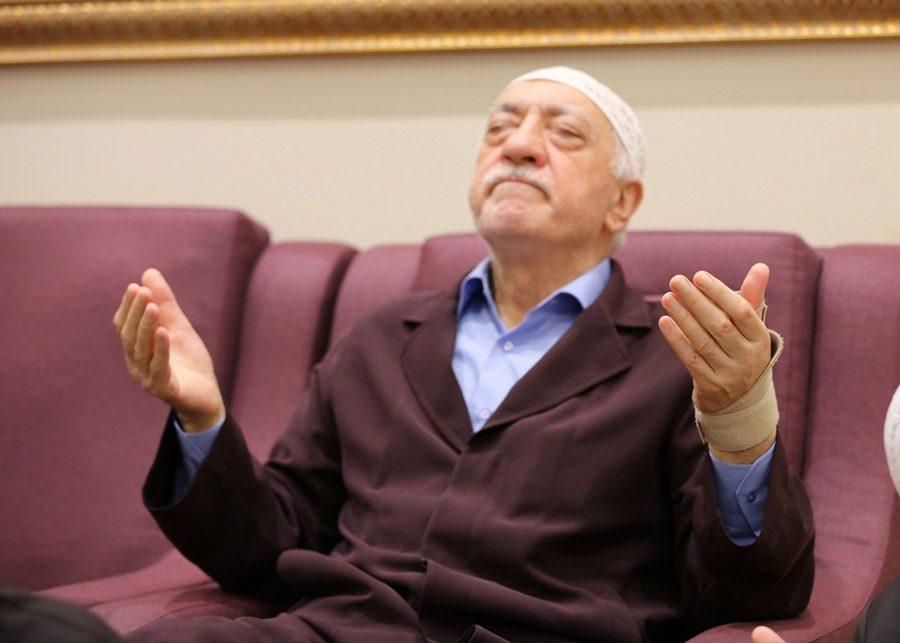 2010 referandumu için Fethullah Gülen militanlarına 'evet için çalışın' talimatı vermişti.