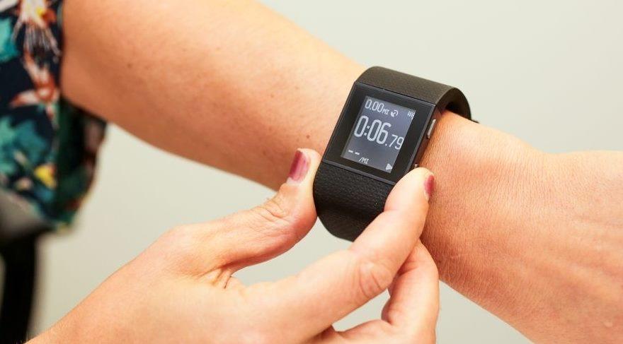 Fitbit akıllı saatler ertelendi!
