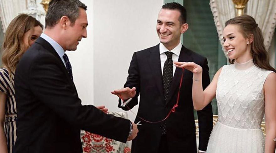 Ömer Gürsoy'un nişanında yüzükleri Ali Koç taktı