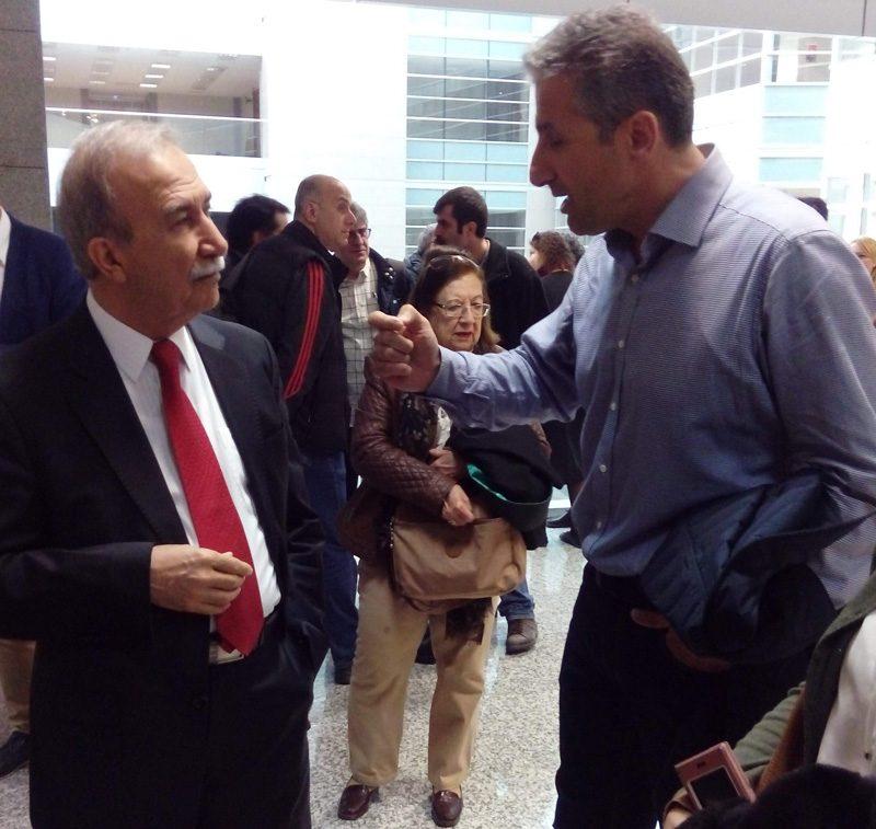 FOTO:DHA - Karar duruşması öncesi sanıklar bir süre sohbet etti. Hanefi Avcı (solda ve Nedim Şener de (sağda) ayaküstü sohbet ettiler.