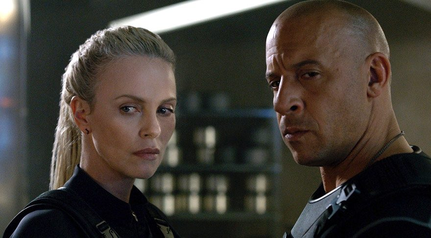 Serinin son filminde suça bulaşmış olan ekip artık sakinleşmiş ve suçtan uzak bir hayat yaşamak istediklerine karar vermişlerdir. Dom ve Letty evlenip balayına giderlerken Brian ile Mia da emekli olmaya karar vermiştir.