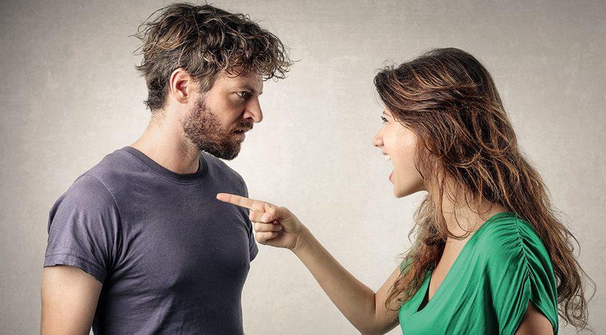 İlişkilerde ego savaşına dikkat etmeli! Tartışma anlarında ellerinizdekileri fırlatabilirsiniz.