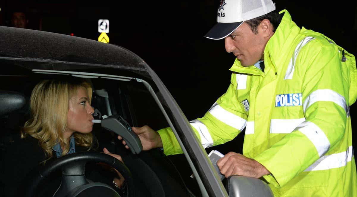 Şarkıcı Kendi, trafik sigortasını geciktirince aracı yeddiemine çekildi
