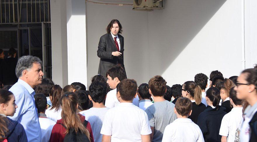 İzmir'de Andımız'ı okutan öğretmene soruşturma!