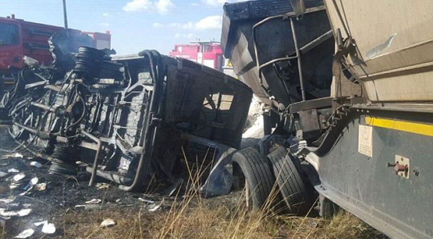 Güney Afrika'da korkunç kaza: 20 öğrenci yaşamını yitirdi