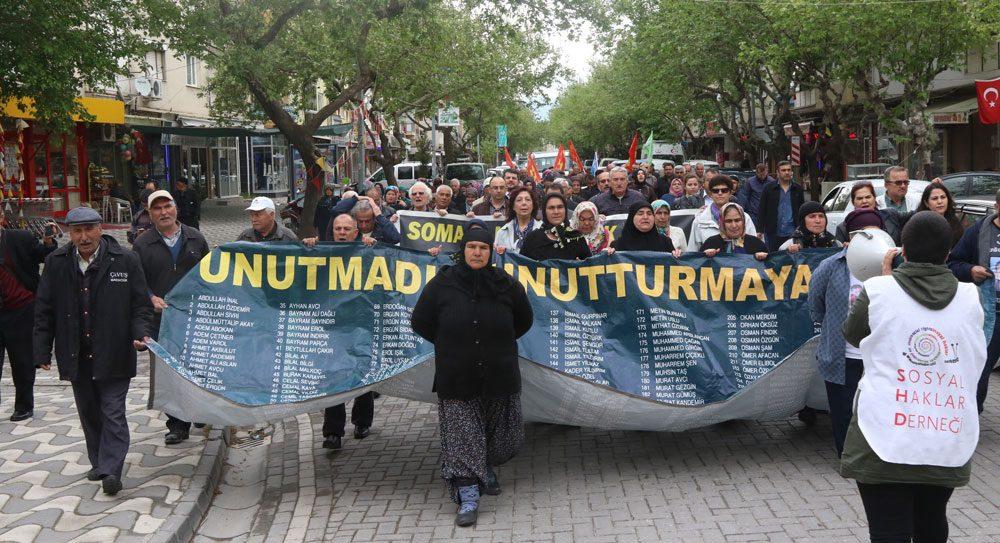 Madenci yakınları sanıkları ve adaletin geç gelmesini protesto etmek için yürüyüş düzenlediler. Fotoğraf: İHA