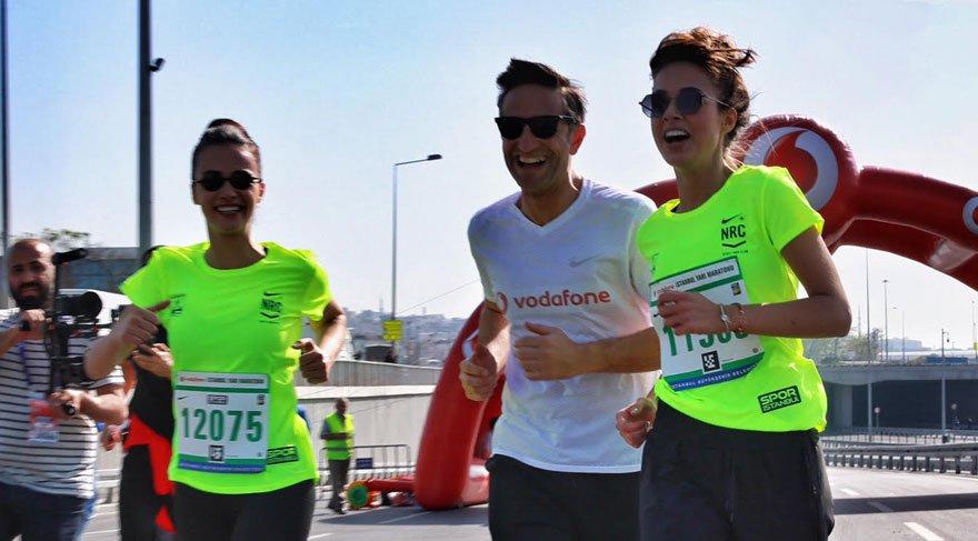 Hande Soral ve Bensu Soral, yarı maratonda koştu