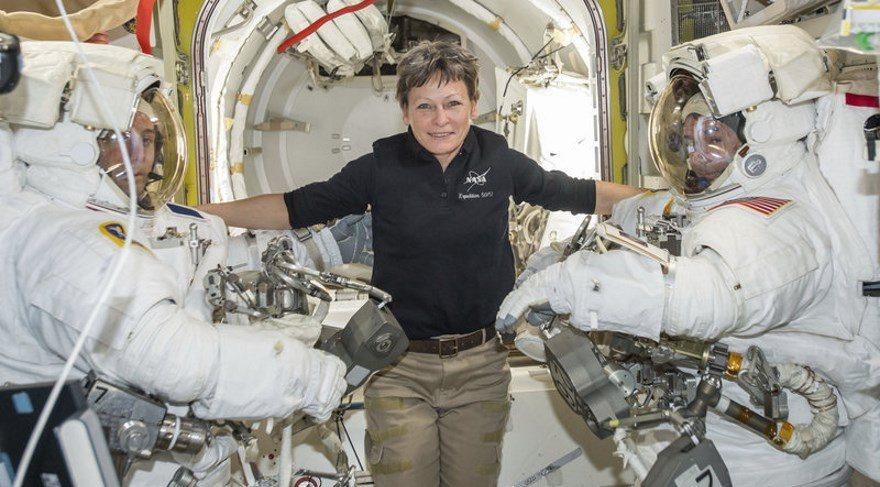 NASA'nın uzayda kalma rekorunu bir kadın astronot kırdı