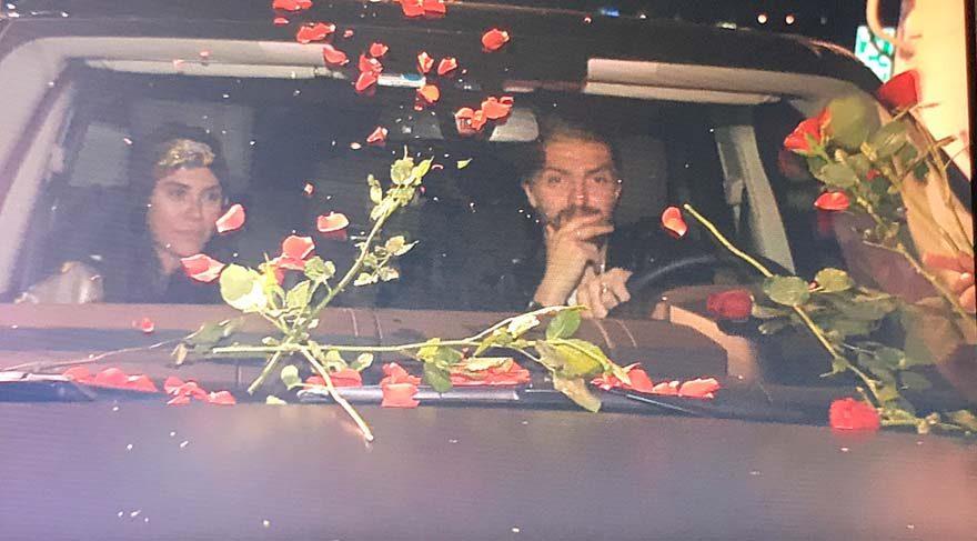 Caner Erkin-Şükran Ovalı çifti eğlence çıkışında çiçek satıcılarının ilgi odağı oldu