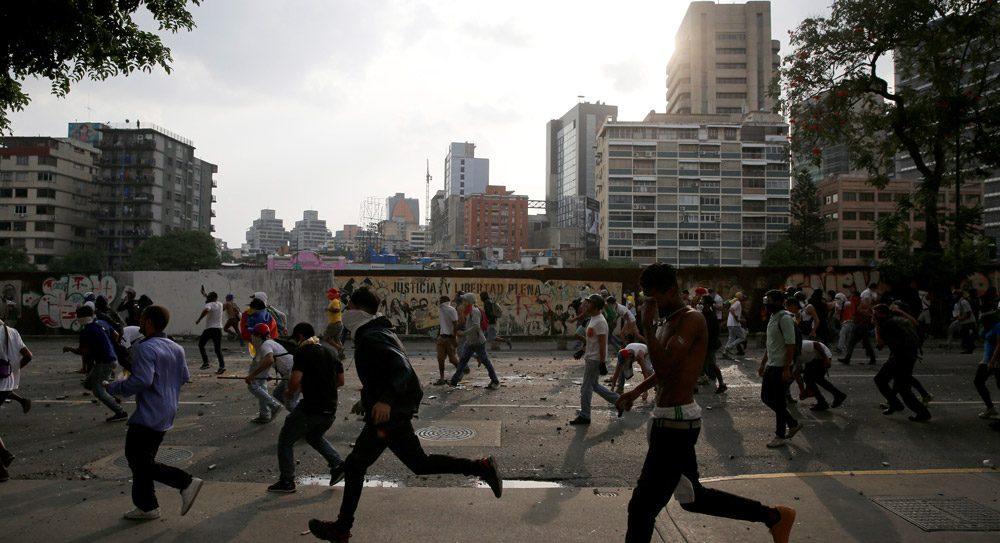 Venezuela'da halk ekonomi politikalarını protesto etmek için sokaklara döküldü. Fotoğraf: Reuters
