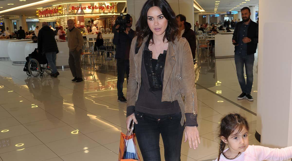 Volkan Demirel?in eşi Zeynep Demirel hamileliğinin 4. ayına girdi