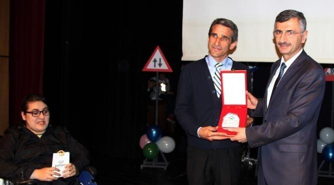 Rize'de engelli kız için seferber oldu, 'Yılın Şoförü' seçildi