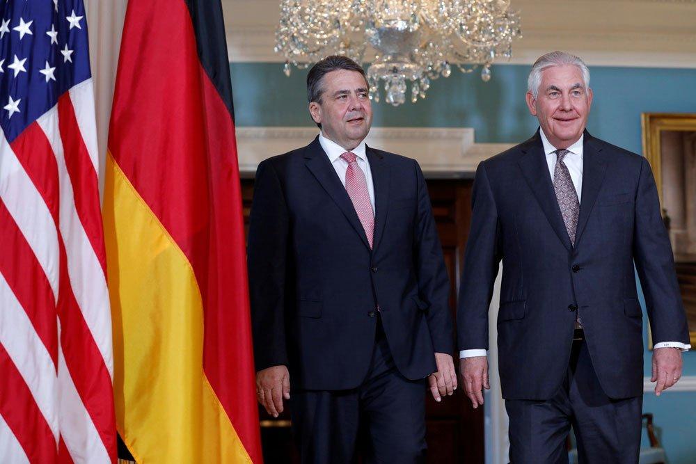 Alman Dışişleri Bakanı ABD'li mevkidaşı Rex Tillerson ile birlikte.