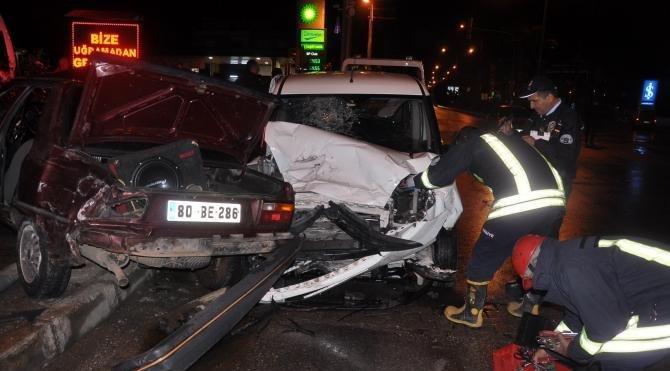 Osmaniye'de trafik kazası: 2'si polis 4 yaralı