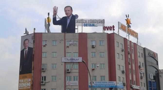 Ak Parti Kocaeli binasına 'rabia'lı Erdoğan ı
