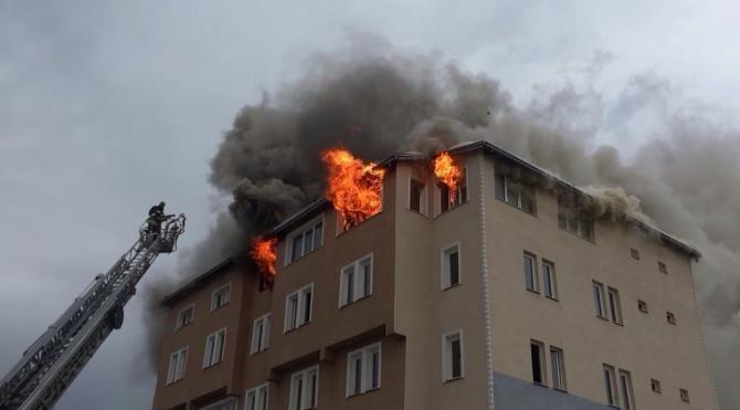 5 katlı boş binada yangın