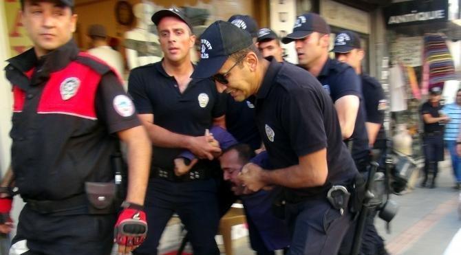 İzinsiz gösteriye polis müdahalesi; 18 gözaltı