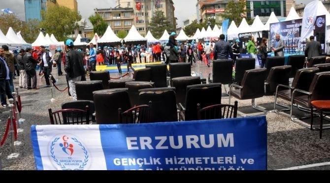 Erzurum'daki 19 Mayıs kutlamalarına yağmur molası