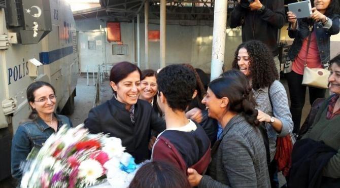 HDP eski Milletvekili Ayla Akat Ata, tahliye edildi (2)
