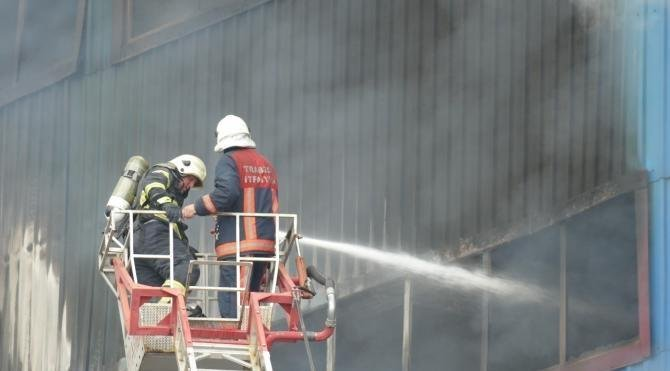 Trabzon'da mobilya fabrikası yandı (4)