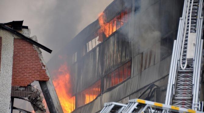 Trabzon'da mobilya fabrikası yandı (3)