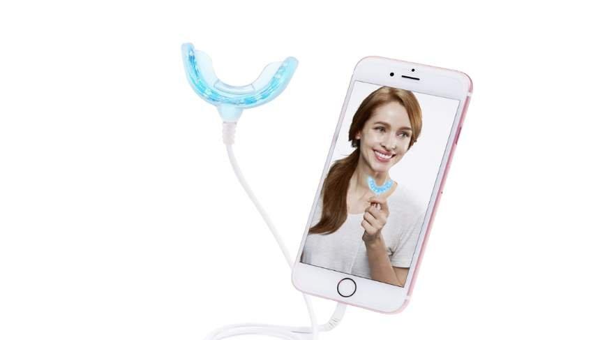 Şaşırtıcı buluş: Telefonla diş beyazlatma işlemi yapılacak!