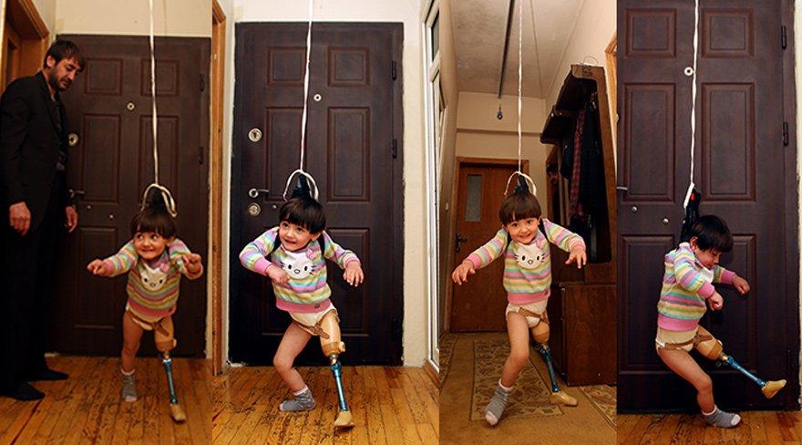 150 liraya mal ettiği düzenekle, tek bacaklı kızına yürümeyi öğretiyor