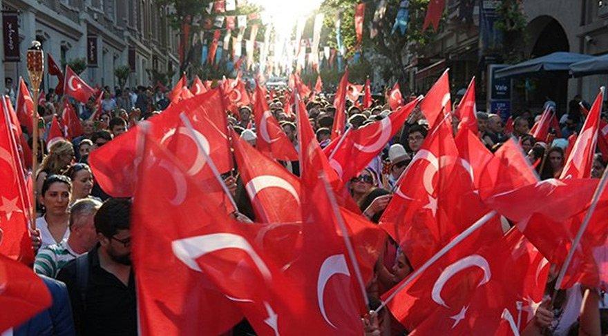 İstanbul Valiliği'nin 'Atatürk' yasağına tepkiler sürüyor