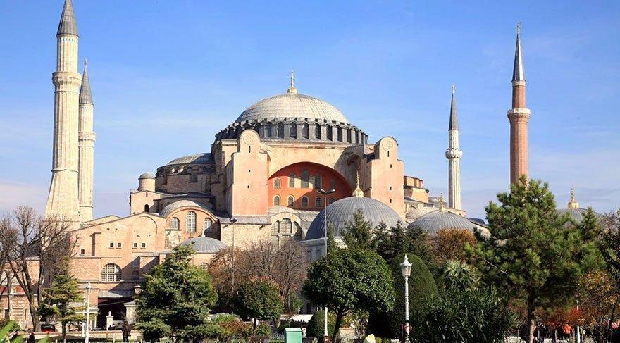 Yunanistan'dan Türkiye'ye 'Ayasofya'da Kadir Gecesi sabah ezanı' tepkisi