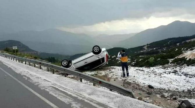 Dolu yağışı kazalara neden oldu
