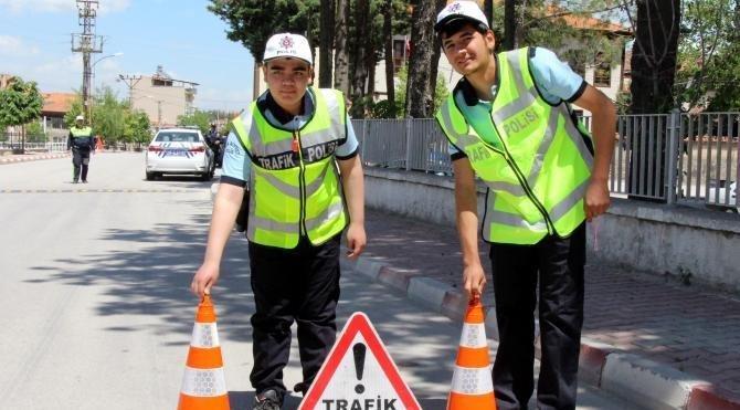 Engelliler bir günlük polis oldu