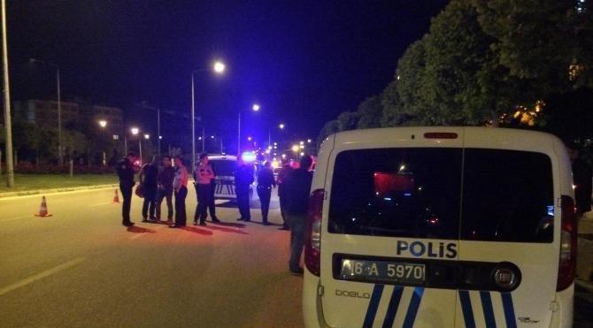 Otomobiliyle denetim yapan polise çarptı: 1 yaralı