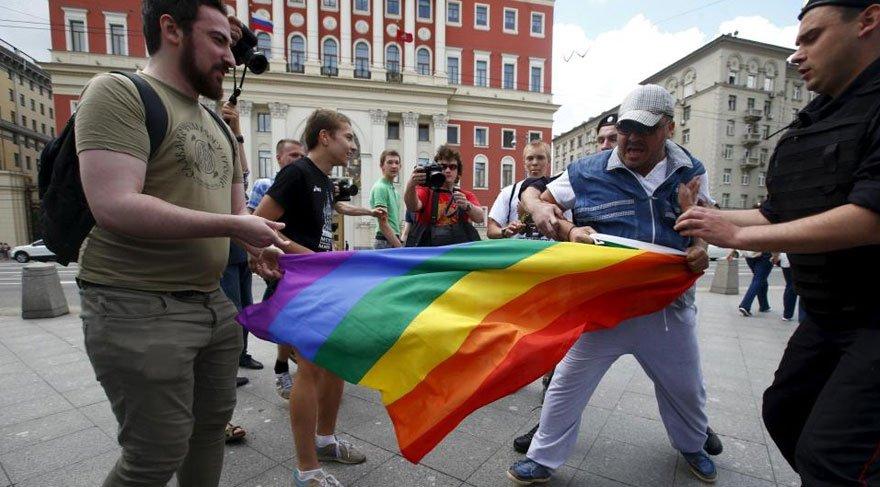 Çeçen yetkililer: Eşcinsel oğlunuzu öldürün yoksa biz öldürürüz